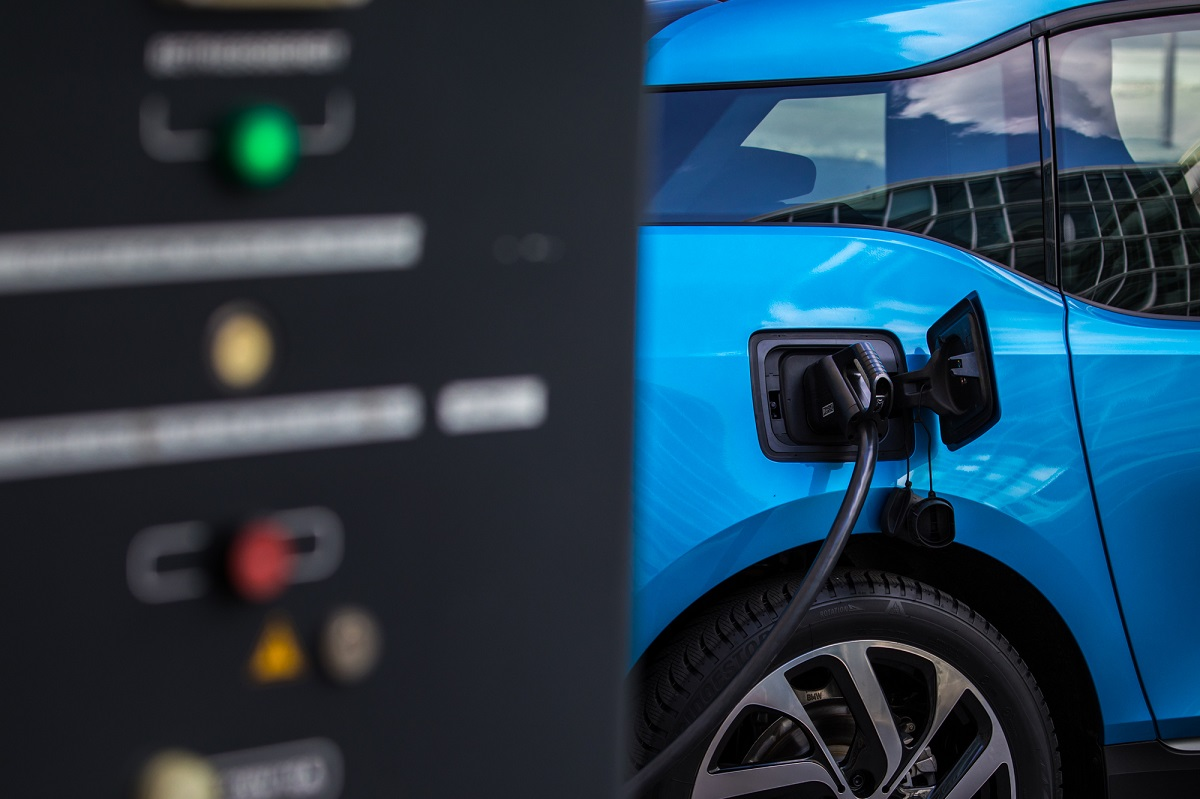 tempo di ricarica per auto elettrica